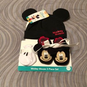 NWT! Mickey Mouse baby gift set 0-3 months.